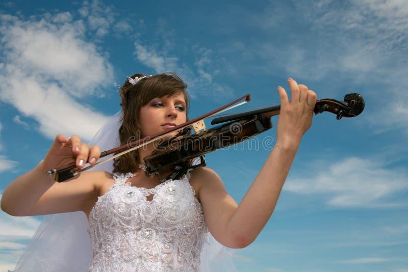 Noiva & violino imagem de stock royalty free