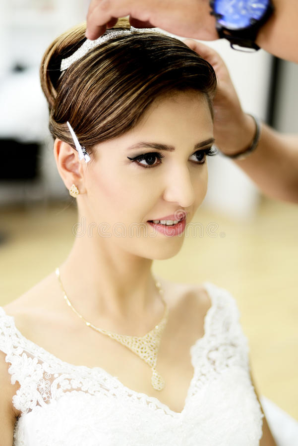 Noiva bonita no dia do casamento imagem de stock
