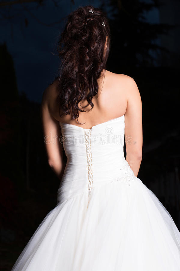 Noiva bonita no vestido de casamento imagens de stock