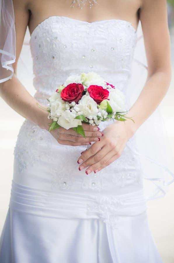 Noiva com ramalhete do casamento foto de stock