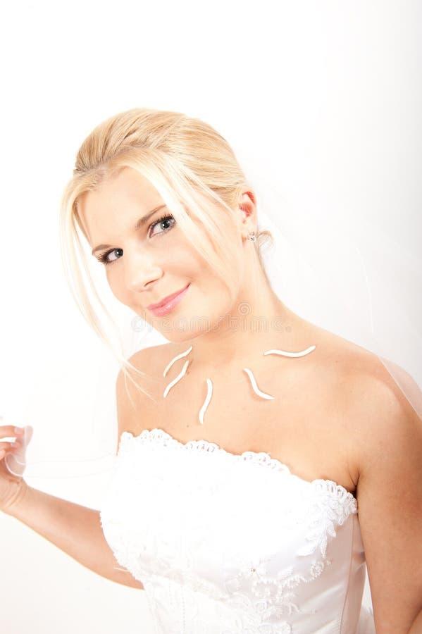 Noiva consideravelmente romântica dos jovens com composição natural foto de stock royalty free