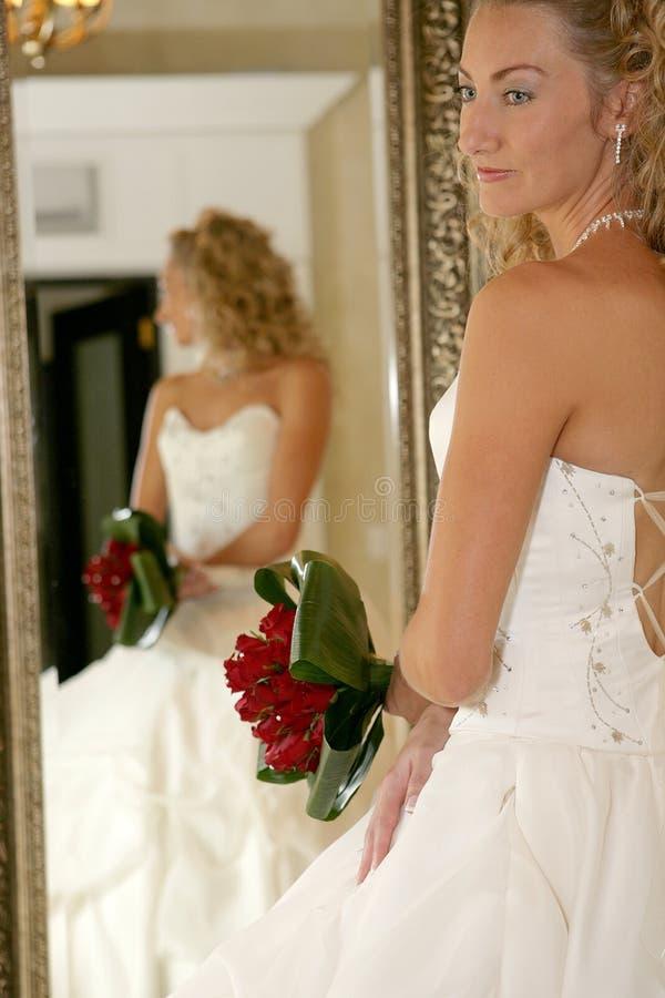 Noiva do espelho imagem de stock royalty free