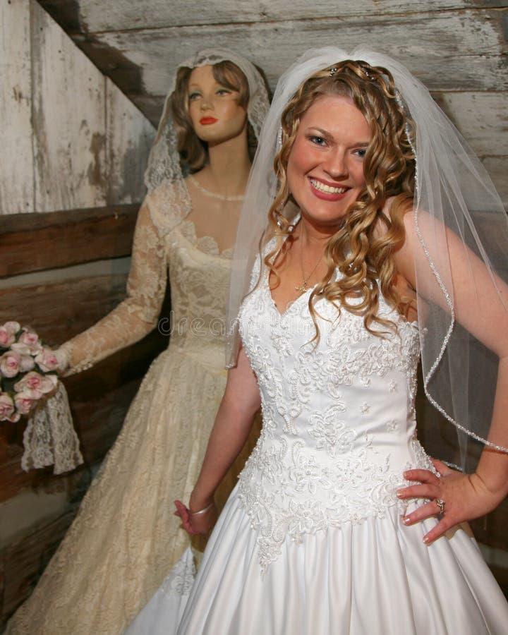 Noiva e mannequin novos da antiguidade fotografia de stock royalty free