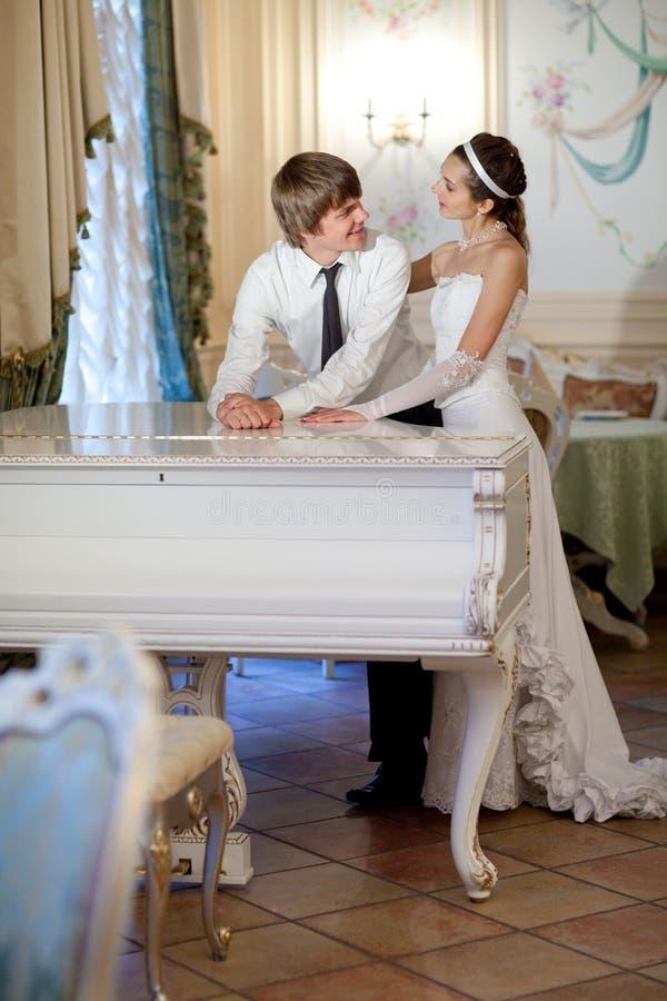 Noiva e noivo imagem de stock