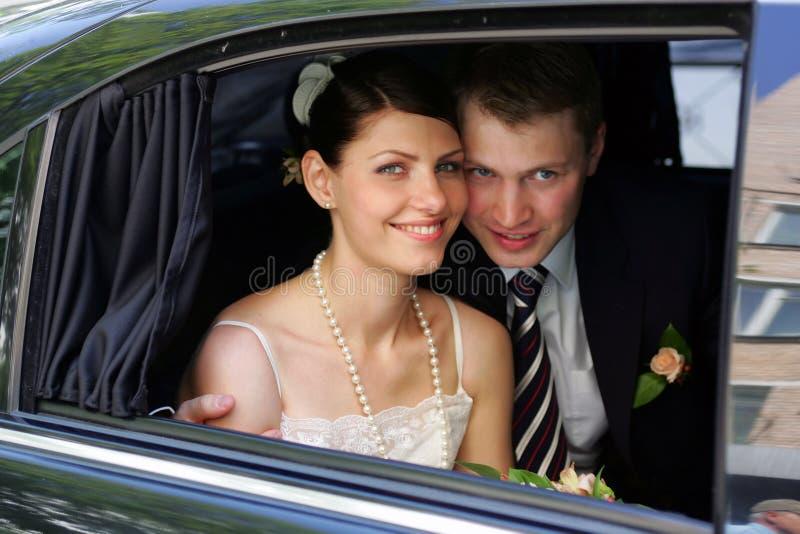 Noiva e noivo brancos do casamento fotografia de stock