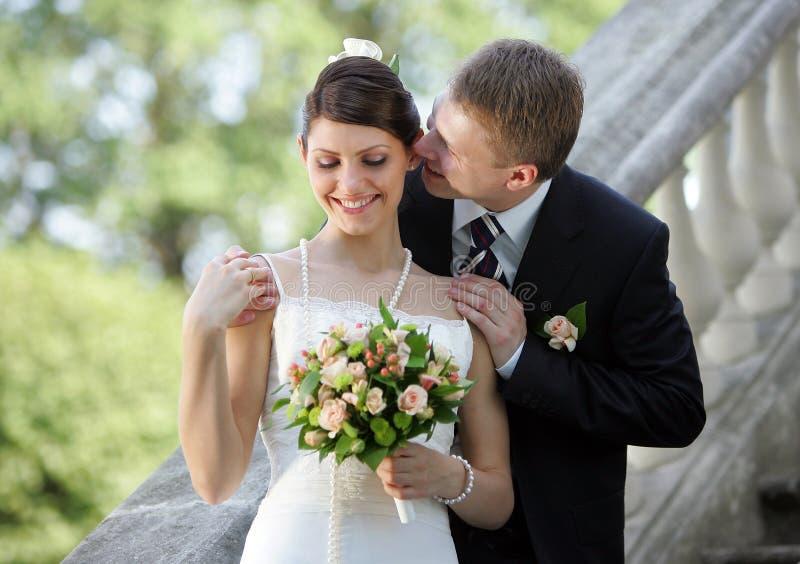 Noiva e noivo brancos do casamento imagem de stock royalty free