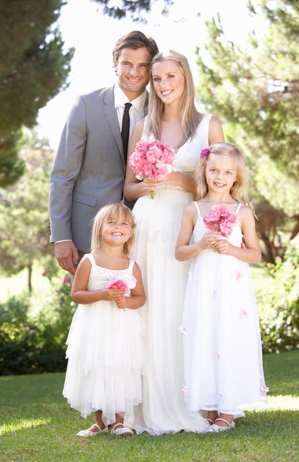 Noiva e noivo com a dama de honra no casamento fotografia de stock royalty free