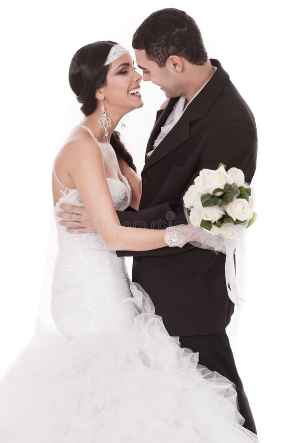 Noiva e noivo felizes em seu dia do casamento imagem de stock royalty free