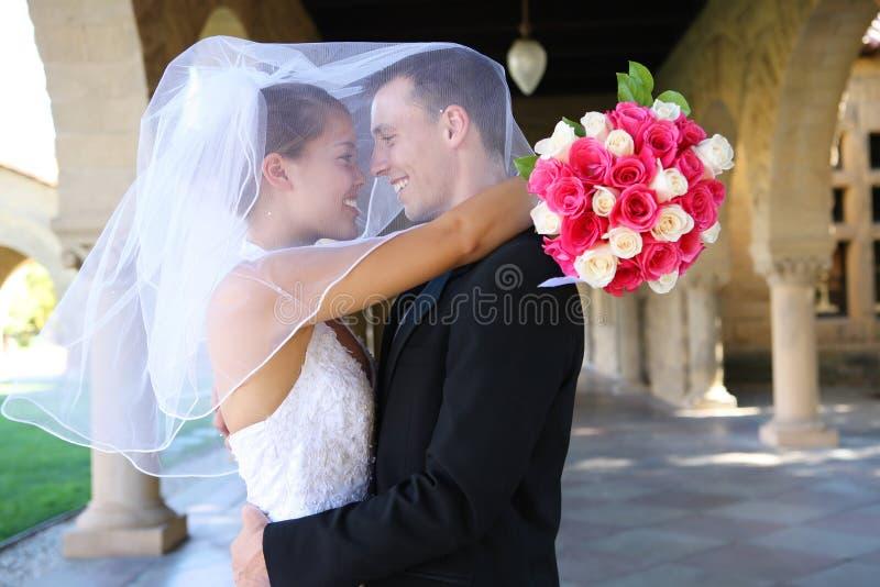 Noiva e noivo no casamento imagem de stock