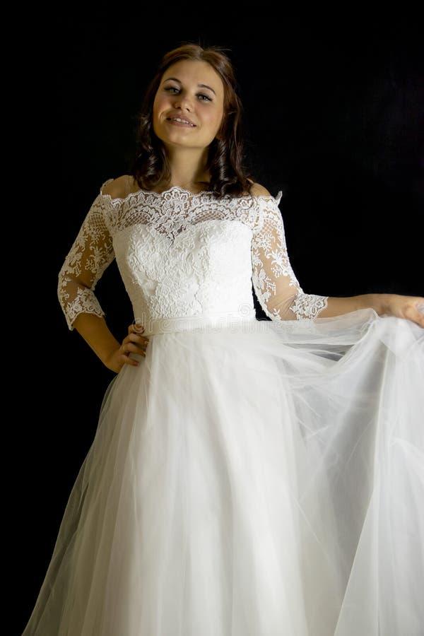 Noiva em um vestido de casamento foto de stock