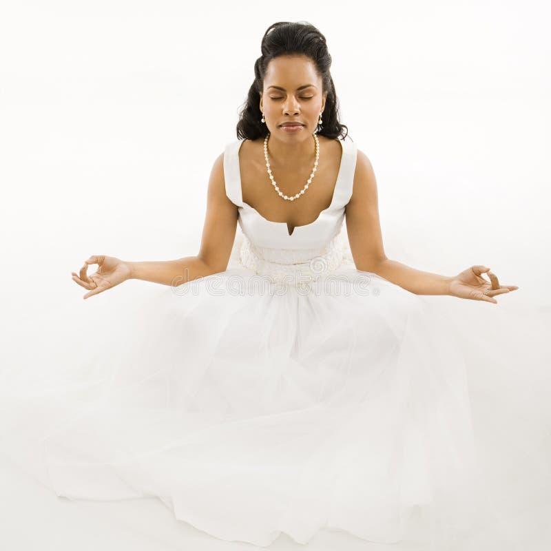 Noiva Meditating. imagem de stock