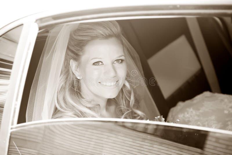 Noiva na limusina fotos de stock royalty free
