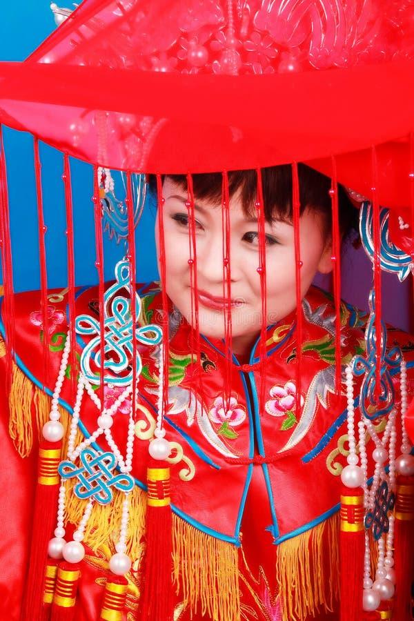 Noiva no casamento do Chinês-estilo imagem de stock