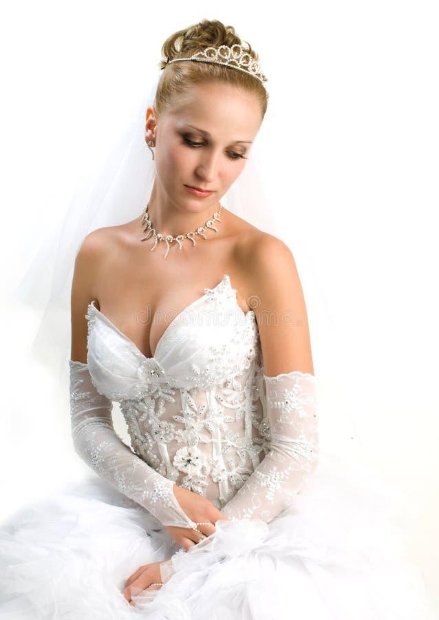 Noiva que olha para baixo foto de stock royalty free