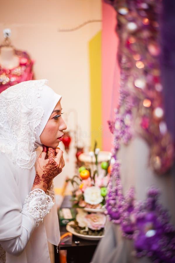 Noiva que prepara-se para o casamento imagem de stock royalty free