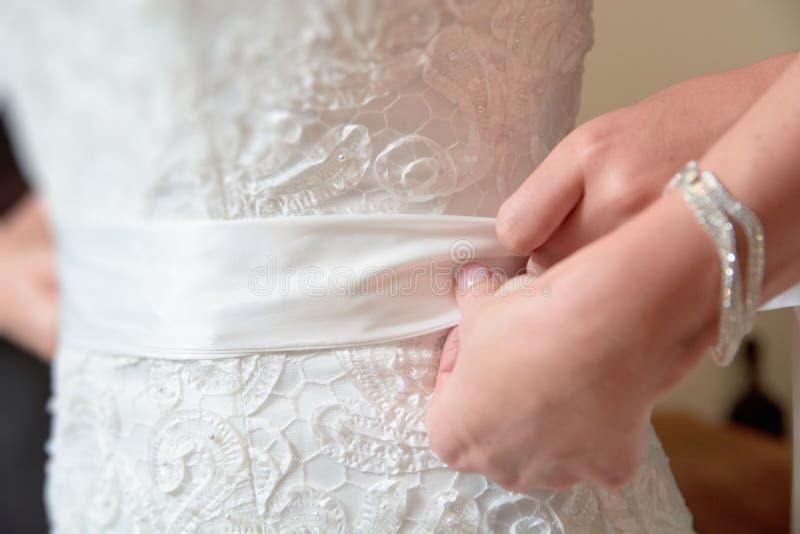 Noiva que prepara-se para seu casamento fotos de stock
