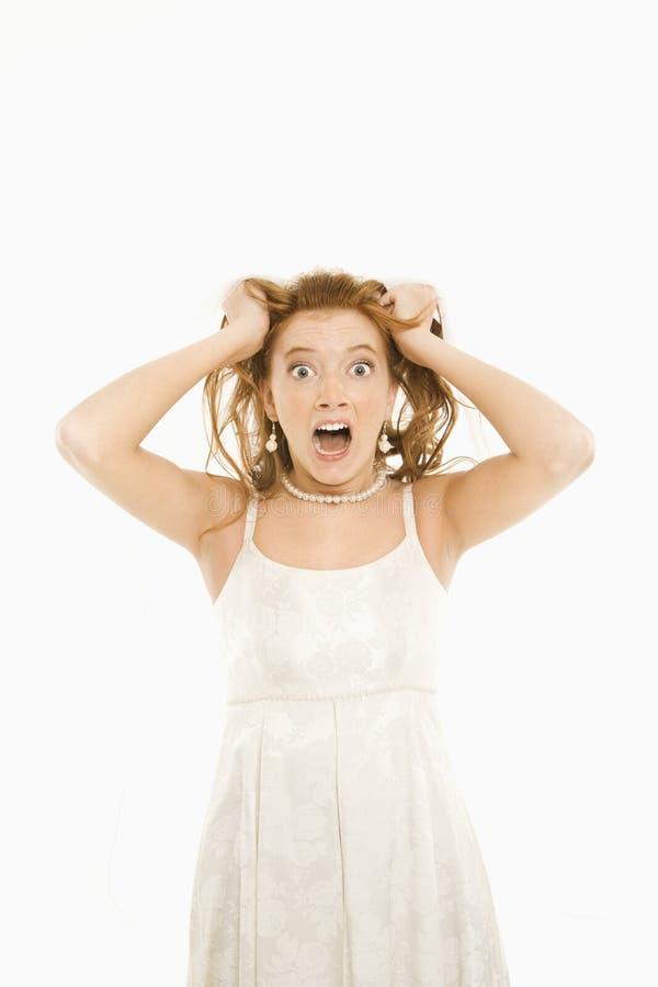 Noiva que puxa seu cabelo. foto de stock