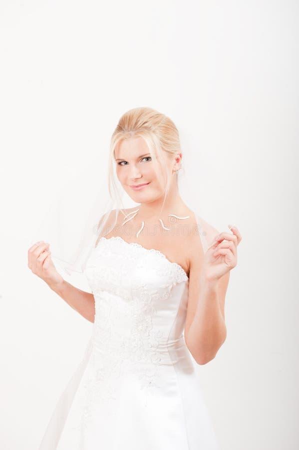 Noiva romântica spretty nova no vestido branco imagem de stock