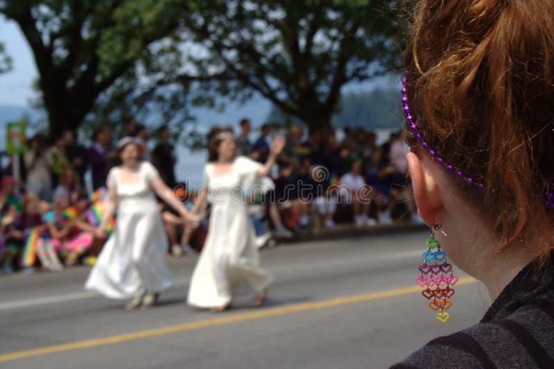Noivas da lésbica, parada alegre do orgulho de Vancôver fotografia de stock