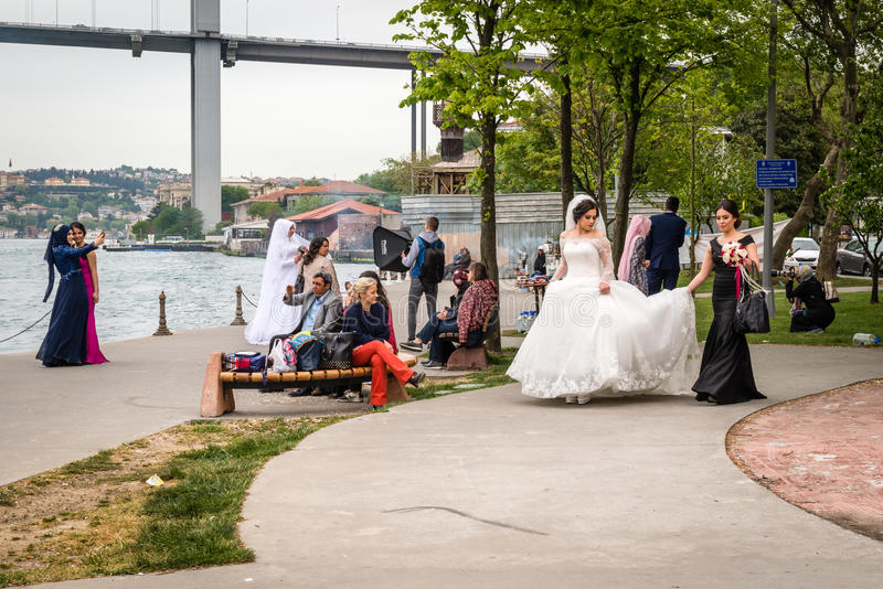 Noivas perto do Bosphorus em Istambul, Turquia imagens de stock