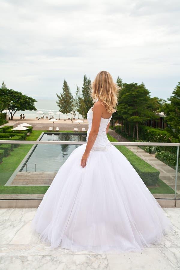 Noivo de espera da noiva. imagens de stock royalty free