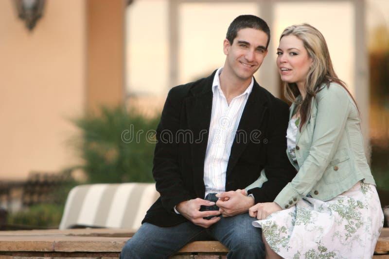 Noivo e amiga imagens de stock