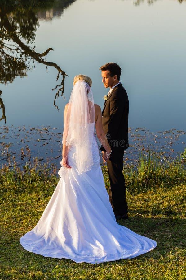 Noivo Romance Waters da noiva do casamento fotografia de stock