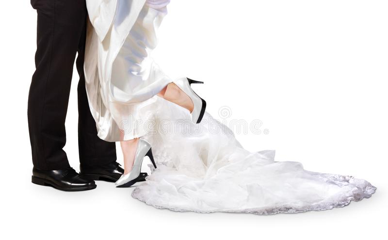 Noivos Feet no dia do casamento foto de stock royalty free