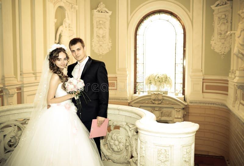 Noivos felizes em seu casamento imagem de stock royalty free