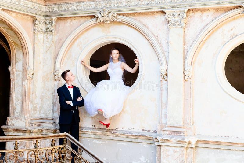 Noivos novos Dia do casamento foto de stock royalty free