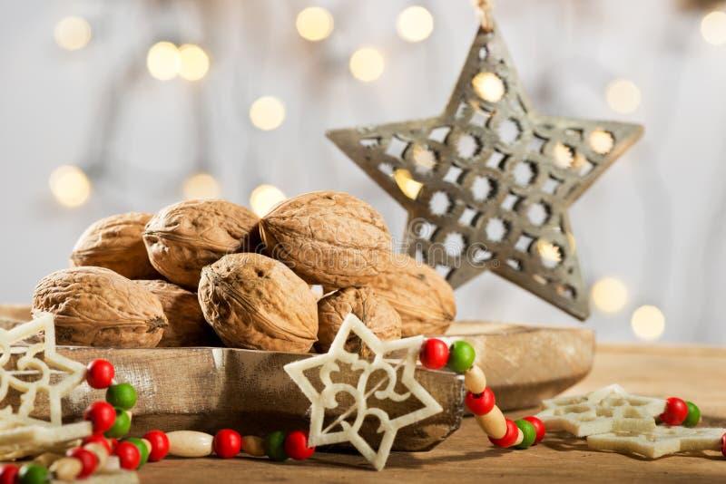 Noix avec l'étoile de Noël photos stock