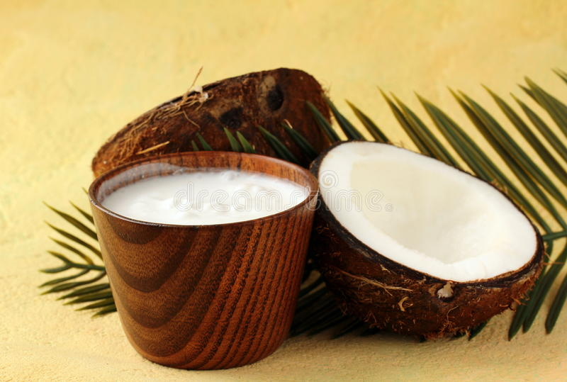 Noix de coco et lait de noix de coco photographie stock