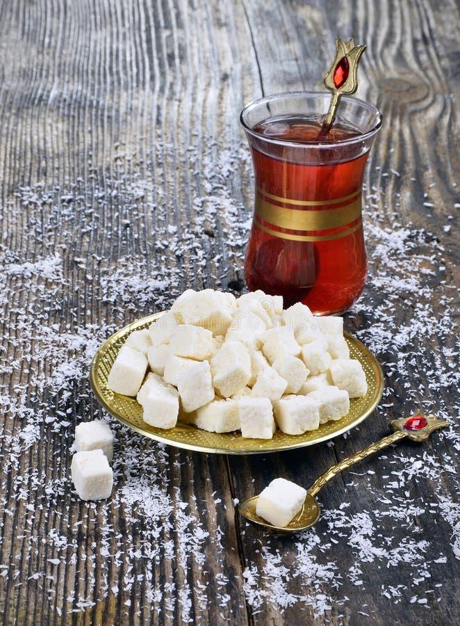 Noix de coco et thé secs photographie stock
