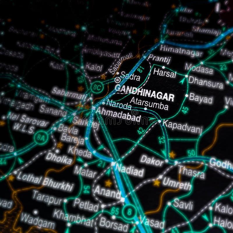 nom de la ville de Gandhinagar affiché sur la carte géographique de l'Inde photographie stock