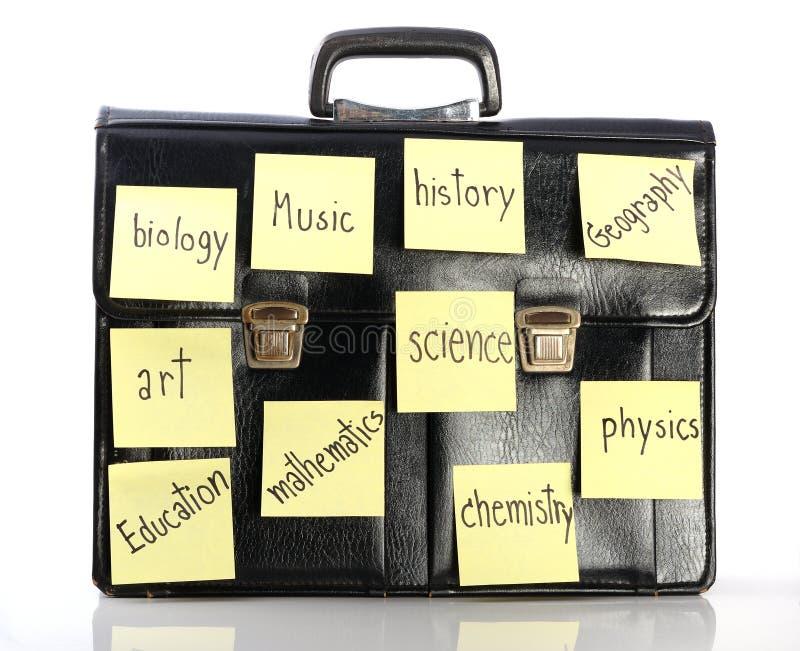 Nombre del palillo de los temas de escuela en la cartera fotos de archivo