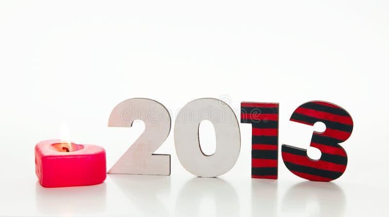 Nombre en bois de 2013 ans avec une bougie brûlante images stock