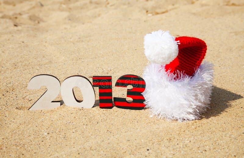 Nombre en bois de 2013 ans et chapeau de Santa photographie stock