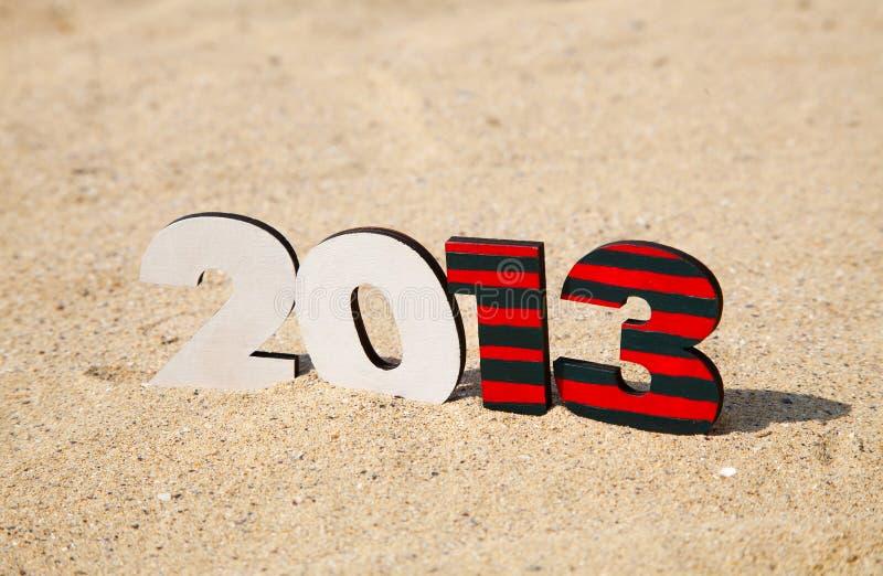 Nombre en bois de 2013 ans sur le sable images libres de droits