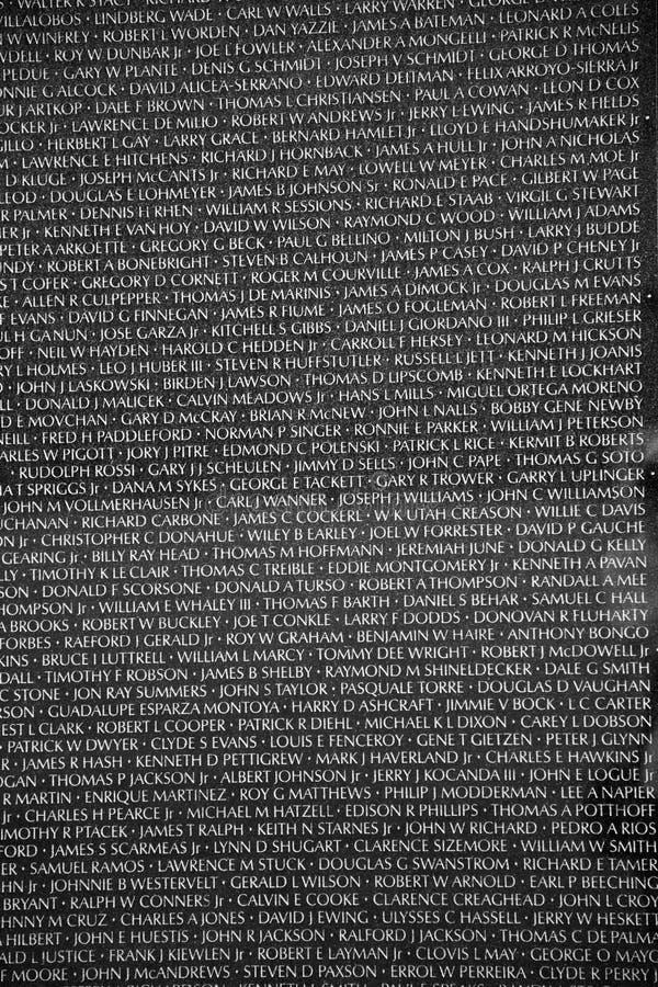 Nombres de las muertes de la guerra de Vietnam encendido imagen de archivo libre de regalías