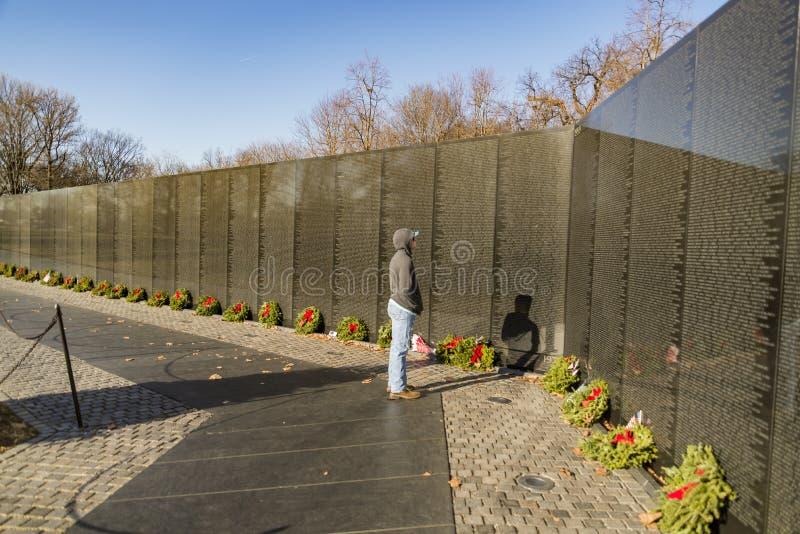 Nombres en los veteranos de guerra de Vietnam conmemorativos en Washington DC, los E.E.U.U. fotografía de archivo