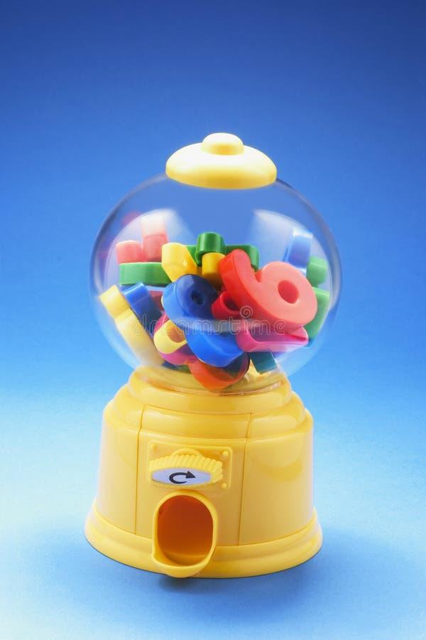 Nombres en plastique dans la machine de Bubblegum image stock