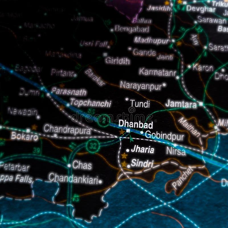 nome da cidade de dhanbad exibido no mapa geográfico da Índia fotos de stock royalty free