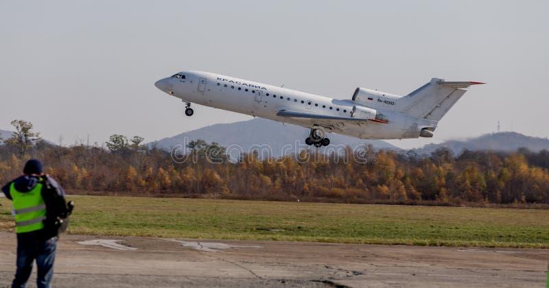 Nome di segnalazione di NATO di Yakovlev Yak-42 degli aerei di aereo di linea: Demolisca della società di linee aeree di KrasAvia fotografia stock libera da diritti