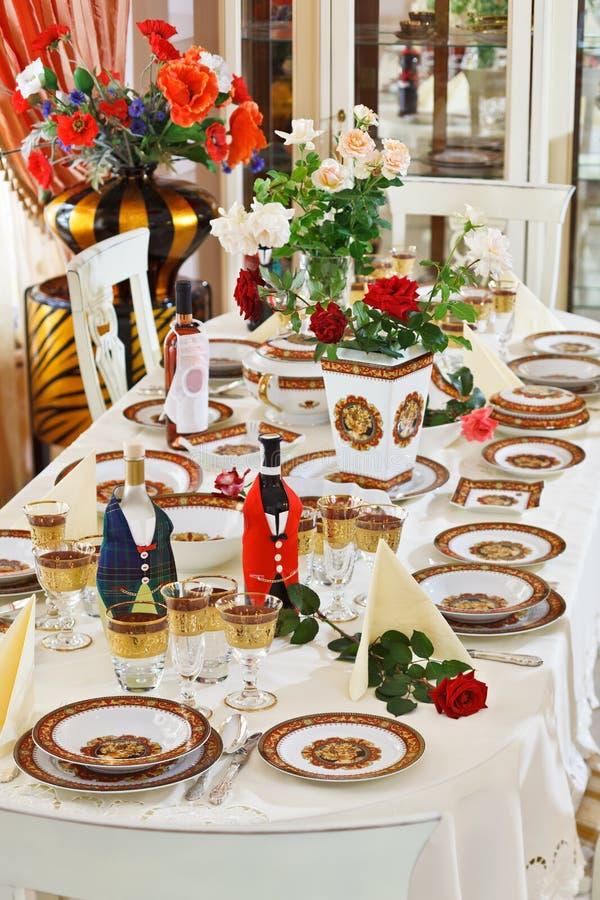 Nomeações de tabela Luxuriant com porcelana da porcelana imagens de stock
