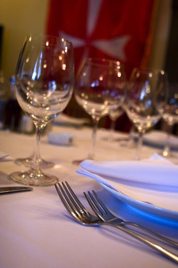 Nomeações de tabela no restaurante fotos de stock