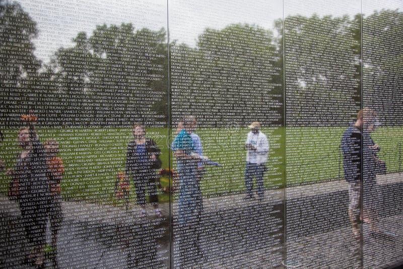 Nomes de víctimas da guerra do vietname em fotografia de stock