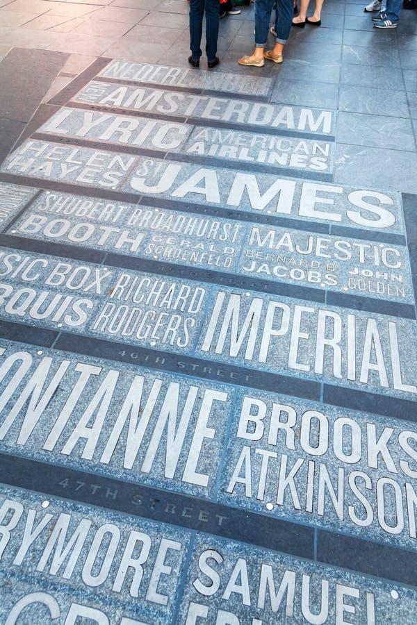 Noms des théâtres de Broadway sur le Times Square à New York City photos stock