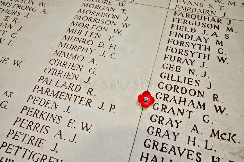 Noms inscrits sur l'intérieur de la porte de Menin photo stock