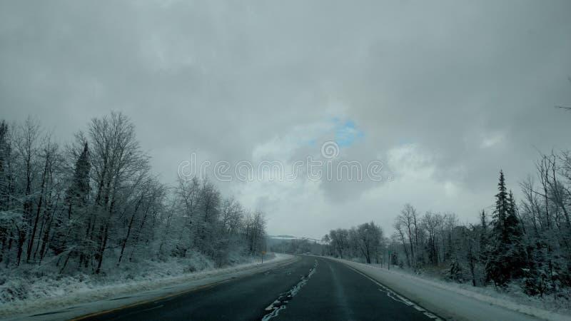 Non c'è sempre nessuna materia il tempo, là cielo blu sopra le nuvole fotografia stock libera da diritti