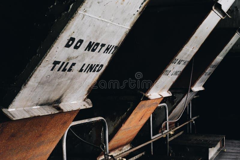 Non colpisca - centrale elettrica abbandonata di Hickling - Corning allineato mattonelle, New York fotografia stock libera da diritti